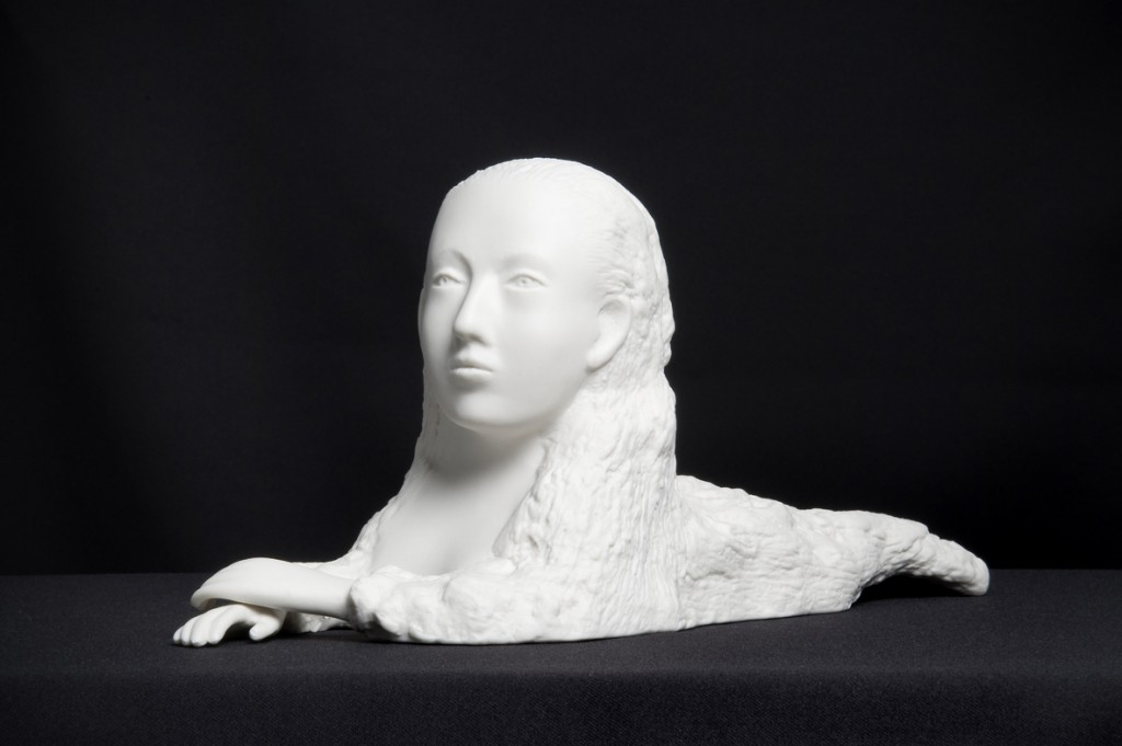 Kiki Smith: Sphinx, 2004. Porcelana 13,5 x 30 x 11 cm. Edición de 13