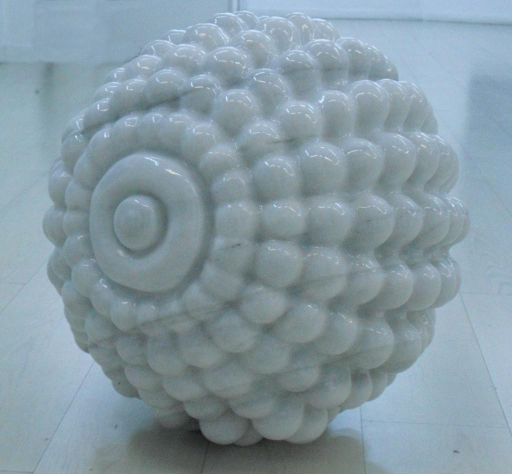 Eva Lootz. Bajo Guadalquivir - 272 - 2, Escultura en mármol 2009