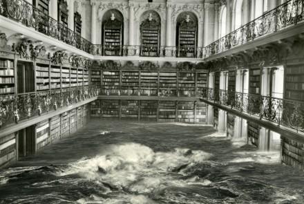 La Biblioteca, fotografía de 2009 sobre papel de 135 x 141 cm.