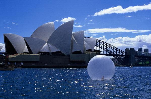 March, 9, 2003, No A (Sydney). Fotografía de 2003 sobre papel de 90 x 150 cm